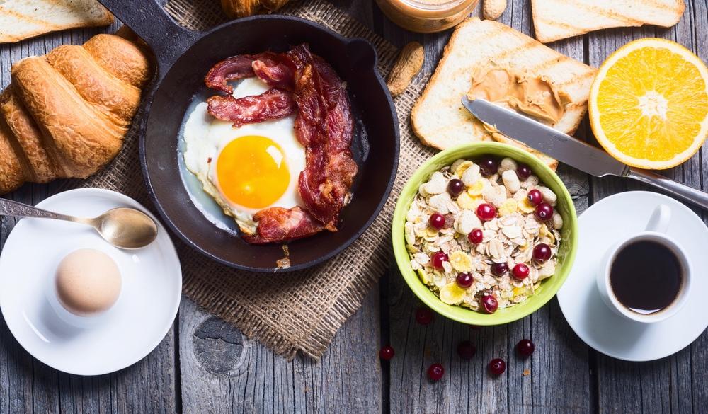 hotellfrukost bacon