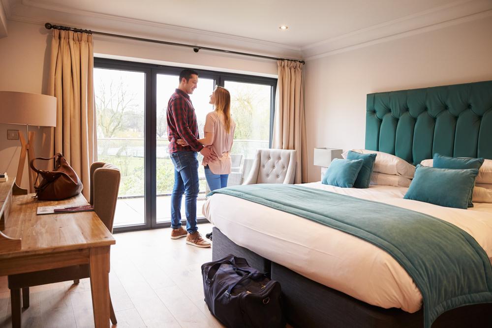 Par i hotellrum